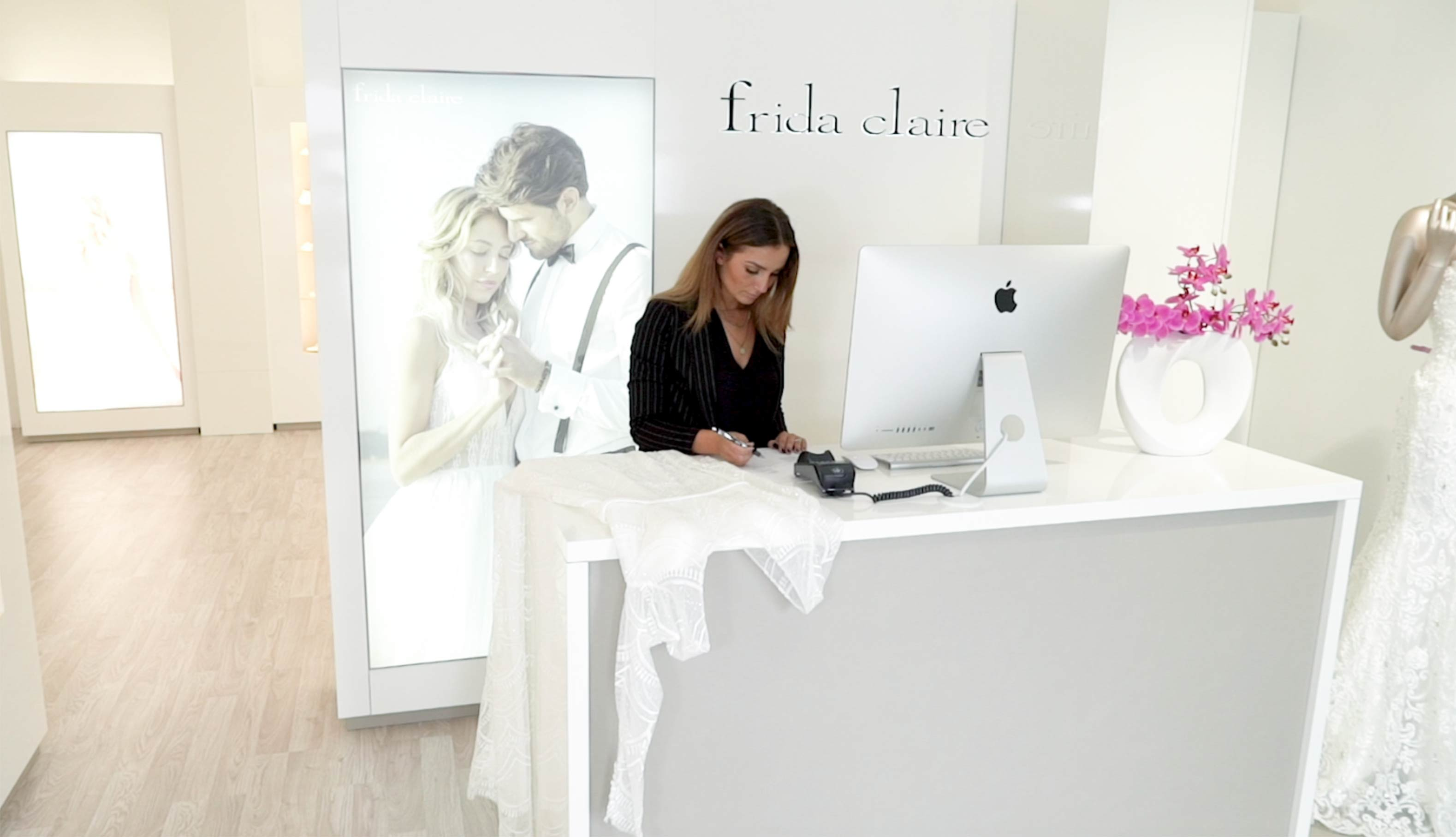 Become a wedding dress dealer in Germany